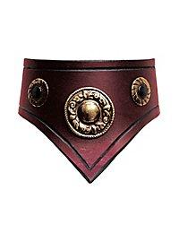 Collier en cuir rouge avec ornements argentés