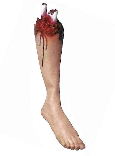 Abgehacktes blutiges Bein