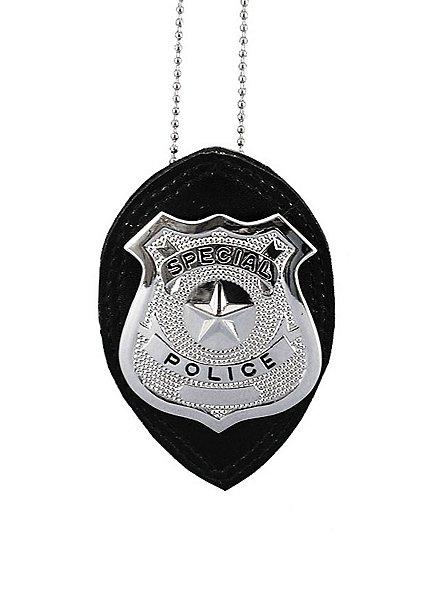 Halskette mit Polizeimarke