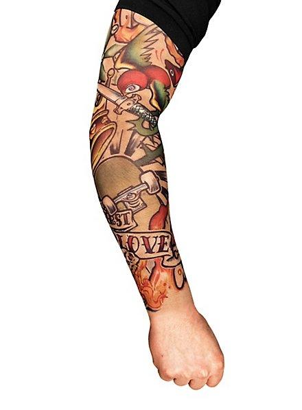 Manche peau tatouée skater