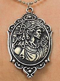 Collier portrait gothique