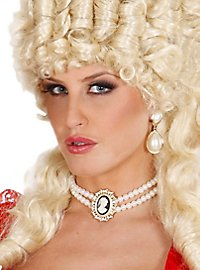 Pearl necklace with jewellery cameo